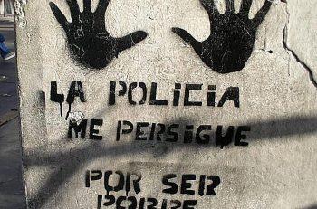 la policia me persigue por ser pobre