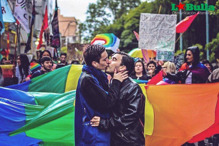 En el #DíaDelBeso, orgullosxs nos besamos!
